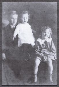 John R Goyen grandpa w brother Courtney and sister Elouise (2)
