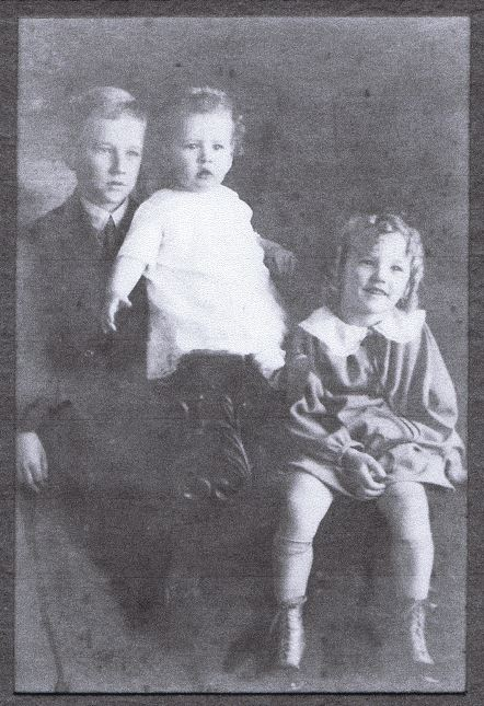 John R Goyen grandpa w brother Courtney and sister Elouise