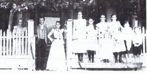 Sarah Martha Bell w Leslie G w Martha Eliza G w Nancy T w Sammie T w Aunt Ella G w Anna G w Carrie May G w Frank w John 1898 Gilmer Tx Johns home